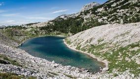 Sikt av en av de sju Triglav sjöarna Arkivbild