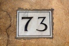 Sikt av en byggnad nummer 73 Arkivbilder