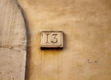 Sikt av en byggnad nummer 13 Arkivbilder