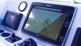 Sikt av en ekolod ombord en marin- skyttel materiel Att låta för eko är en van vid typ av sonar bestämmer djupet av arkivfilmer