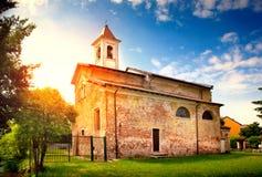 Sikt av en forntida medeltida kyrka Royaltyfria Foton