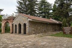Sikt av en forntida thracian gravvalv i Kazanlak, Bulgarien fotografering för bildbyråer