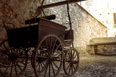Sikt av en gammal övergiven trävagn Fotografering för Bildbyråer