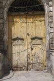 Sikt av en gammal dörr royaltyfria bilder
