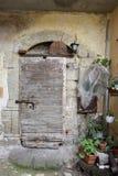 sikt av en gammal dörr av en ugn Royaltyfri Foto