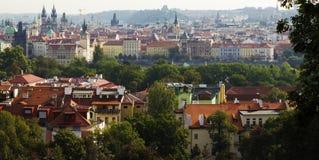 Sikt av en gammal town av Prague Royaltyfri Bild