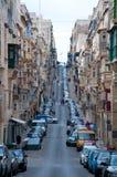 Sikt av en gata av Valletta, Malta Royaltyfri Foto