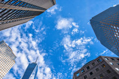 Sikt av en handelmitt och andra byggnader nya USA york Royaltyfria Bilder