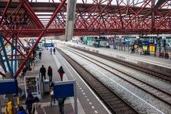 Sikt av en järnvägsstation i Zaandam Royaltyfri Fotografi