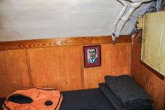 Sikt av en av kabinen på det historiska skeppet i maritimt museum av San Diego USA royaltyfri bild