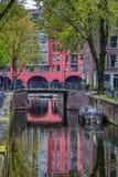 Sikt av en kanal i Amsterdam arkivbild