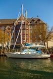 Sikt av en kanal i central Köpenhamn i solig dag för vår fotografering för bildbyråer