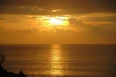 Sikt av en klippa nära en strand i bali, indonesia Royaltyfria Bilder