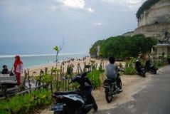 Sikt av en klippa nära en strand i bali, indonesia Arkivbilder