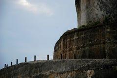 Sikt av en klippa nära en strand i bali, indonesia Arkivbild