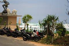 Sikt av en klippa nära en strand i bali, indonesia Arkivfoton