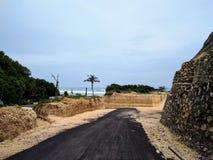Sikt av en klippa nära en strand i bali, indonesia Royaltyfri Foto