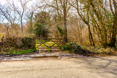 Sikt av en lantgårdport i det engelska sjöområdet Royaltyfri Bild