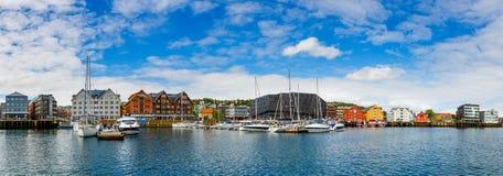Sikt av en marina i Tromso, norr Norge Royaltyfri Foto