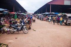 Sikt av en marknad i Pakse Arkivbilder