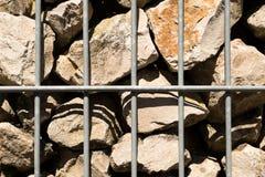 Sikt av en metallbur för stenar Fotografering för Bildbyråer