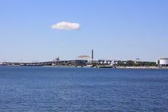 Sikt av en Milwaukee bro nära Lake Michigan Royaltyfria Foton
