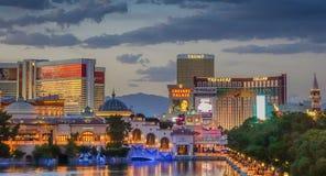 Sikt av en solnedgång på den Las Vegas horisonten royaltyfri bild