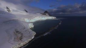 Sikt av en stor glaciär nära havet Andreev lager videofilmer