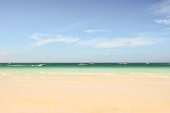 Sikt av en strand och havet av Boracay Arkivbilder