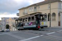 Sikt av en typisk kabelbil av San Francisco arkivbilder