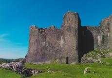 Sikt av en welsh slott på kullen Arkivfoto