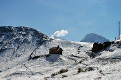 Sikt av ett berglandskap i dolomitesna, Italien Arkivfoto
