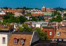 Sikt av ett nedskärningbostadsområde av Baltimore, Maryland arkivbilder
