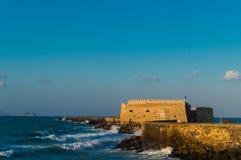 Sikt av fästningen Castello en Mare Koules i Herakleio av Kreta i Grekland Arkivbild