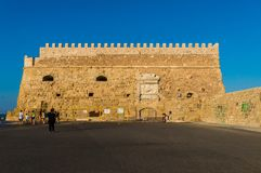 Sikt av fästningen Castello en Mare Koules i Herakleio av Kreta i Grekland Arkivfoto