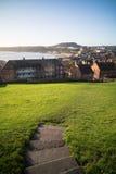 Sikt av för bana kullen ner i Scarborough Royaltyfria Bilder