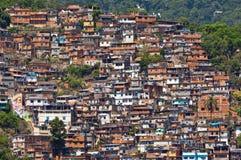 Sikt av fattigt bosatt område i Rio de Janeiro Royaltyfri Foto