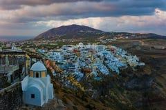 Sikt av Fira eller Thira i Santorini, Grekland Arkivfoton