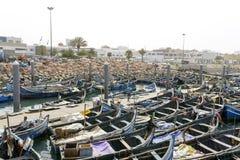 Sikt av fiskebåtar i Essaouira port Royaltyfria Bilder