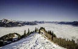 Sikt av fjällängar från det snöig maximumet Fotografering för Bildbyråer