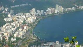 Sikt av fjärden lagoa de jacarepagua i Rio de Janeiro lager videofilmer