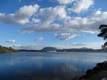 Sikt av floden Derwent i Hobart, Tasmanien royaltyfria bilder