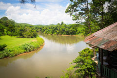 Sikt av floden i djungeln Arkivfoto