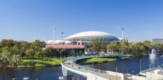Sikt av floden Torrens och Adelaide Oval in Royaltyfria Bilder