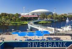 Sikt av floden Torrens och Adelaide Oval in Royaltyfria Foton