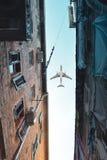 Sikt av flyganivån över staden royaltyfria bilder