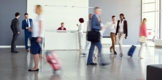 Sikt av flygplatskorridoren Arkivfoton