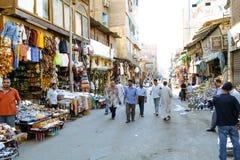 Sikt av folk på den Khan El-Khalili souken cairo egypt Royaltyfri Foto