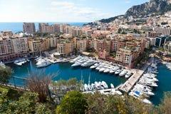 Sikt av Fontvieille och hamnen i Monac Arkivbilder
