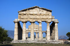 Sikt av forntida Athena Temple i Paestum. Arkivbilder